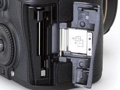 Два слота для карт памяти SD и CF