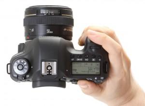 Canon 6D - Положение в руке, рис. 1