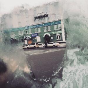 Иркутск сквозь проталину в окне автобуса