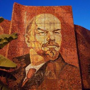 А наш дедушка Ленин хороший был вождь...